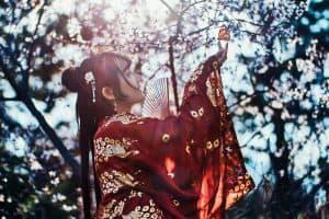 vintage kimono bordeauxrood bloei!