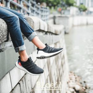 Indogo Hakken uit en sneakers aan